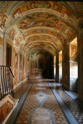chiesa_del_gesu_roma_corridoio_high
