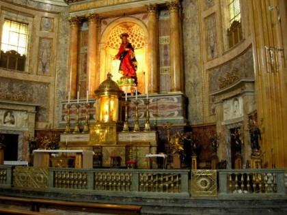 Altare Maggiore con la statua del Sacro Cuore