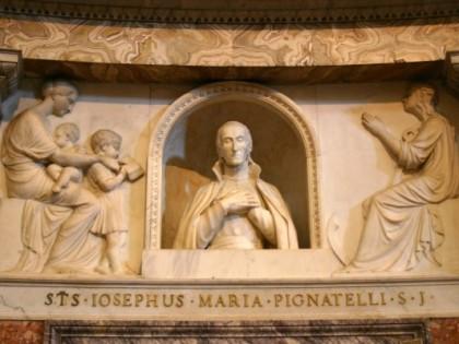 Altare Maggiore: Statua di san Giuseppe Pignatelli